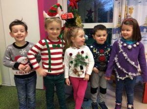 """Read more about the article Journée à thème :                                """"le pull moche de Noël"""""""